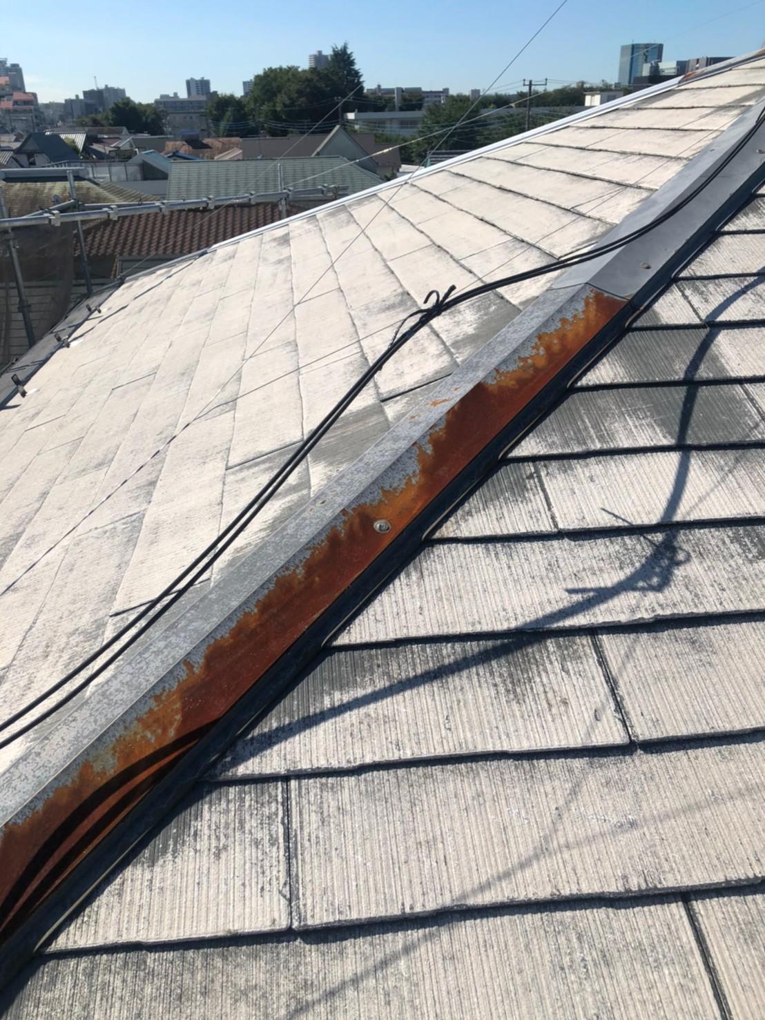 錆びた屋根板金の画像