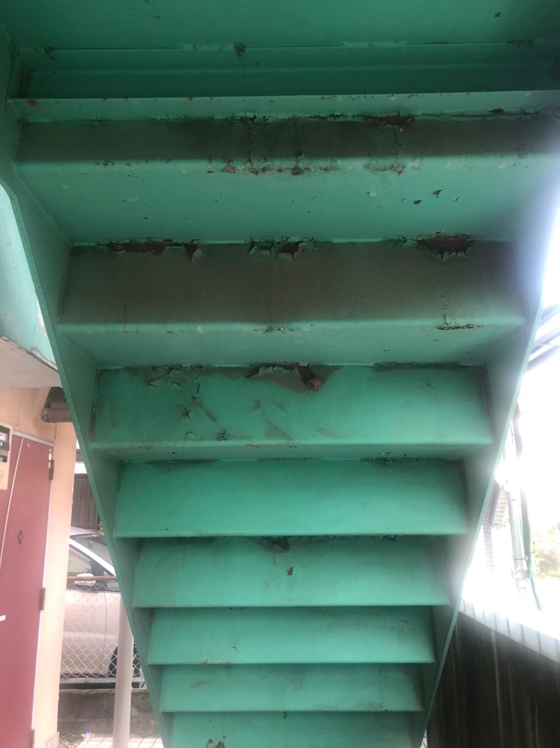 施工前の鉄骨階段の画像
